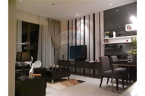 RE/MAX Executive Homes Agency's Spacious 1 Bedroom for Rent Emporio Place 6