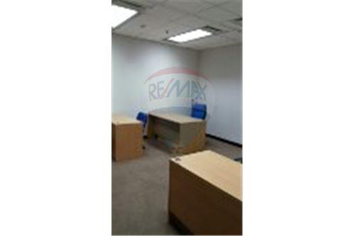 RE/MAX Executive Homes Agency's Serviced Office For Rent at sathorn area 5
