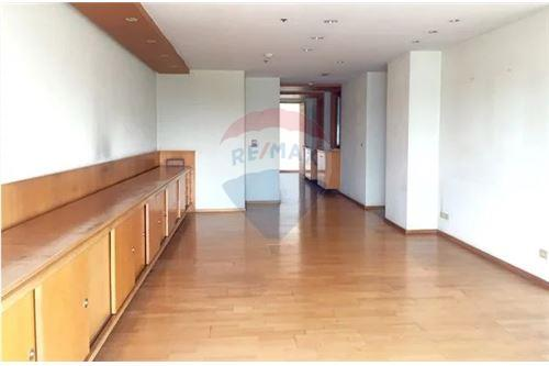 RE/MAX Executive Homes Agency's Spacious 2 Bedroom for Sale Salinatara Condo 4
