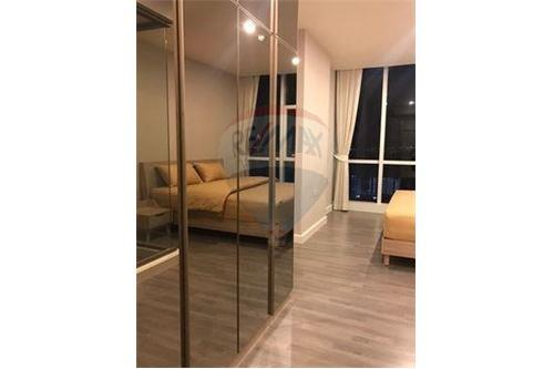 RE/MAX Executive Homes Agency's Cozy 1 Bedroom for Sale The Room Sathorn Pun 2