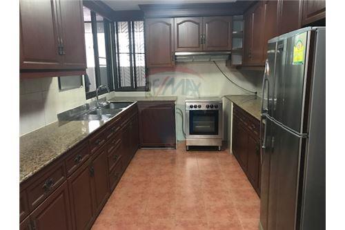 RE/MAX Properties Agency's FOR RENT PREMIER CONDOMINIUM  3BED 217SQM 11