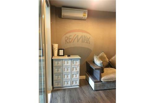 RE/MAX Executive Homes Agency's Lovely 1 Bedroom for Rent Crest 49 5
