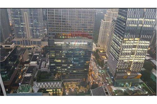 RE/MAX Properties Agency's 1 bed high floor for rent 50,000 Baht!!! 7