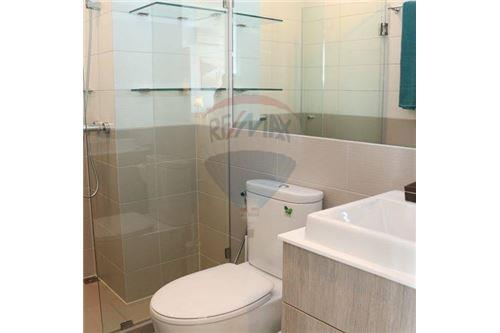 RE/MAX Properties Agency's beautiful 2bed on high floor Ideo Q Ratchathewi 7