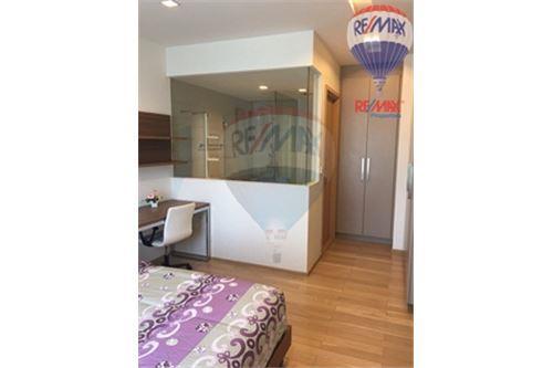 RE/MAX Properties Agency's Condo for Rent, Sukhumvit - Baan Siri Sukhumvit 10 9