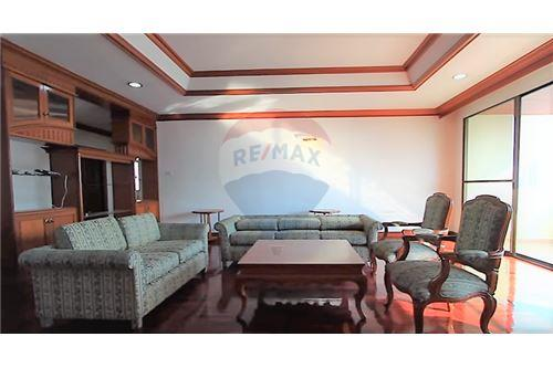 RE/MAX Executive Homes Agency's Apartment 3+1 Bedrooms For Rent On Sukhumvit 43 1