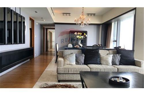 RE/MAX Properties Agency's RENT The Met 3BED 194.18SQM. 1