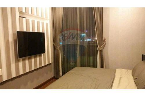 RE/MAX Executive Homes Agency's Spacious 1 Bedroom for Sale Supalai Premier Place 3
