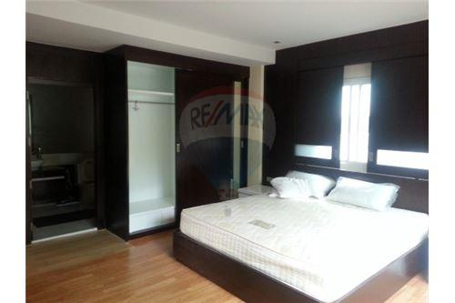 RE/MAX Executive Homes Agency's Lowrise Apartment for rent  2+1br in sukhumvit 7