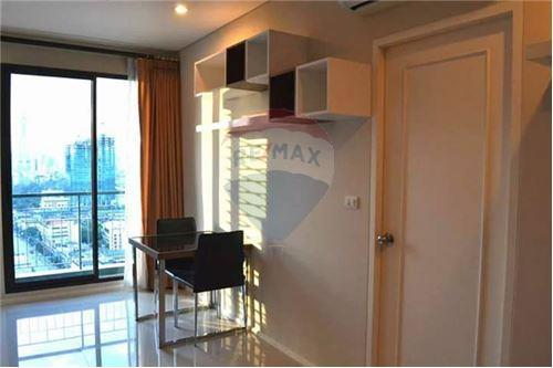 RE/MAX Executive Homes Agency's Spacious 1 Bedroom for Rent Villa Asoke 7