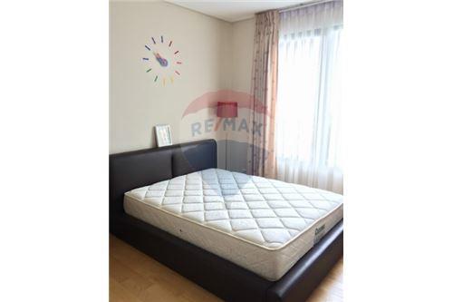 RE/MAX Executive Homes Agency's Spacious 1 Bedroom for Sale Villa Asoke 5