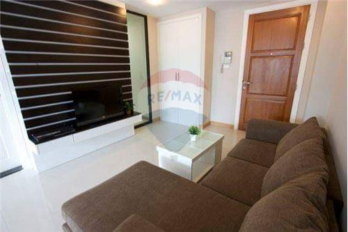 RE/MAX Executive Homes Agency's Spacious 1 Bedroom for Rent Supalai Premier Place 1