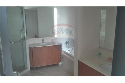 RE/MAX Executive Homes Agency's Wilshier Condominium Located on Sukhumvit 22 9