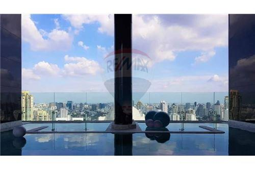 RE/MAX Properties Agency's Sale 1bed high floor Ashton Asoke 11