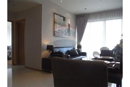 RE/MAX Executive Homes Agency's Spacious 1 Bedroom for Rent Emporio Place 2