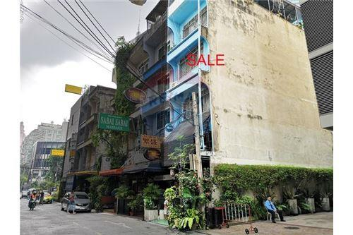 RE/MAX Executive Homes Agency's Shophouse for sale Sukhumvit 20 4