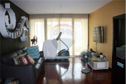 RE/MAX Executive Homes Agency's Wilshire Sukhumvit 22 Phrompong Condo 2 Bedrooms 2