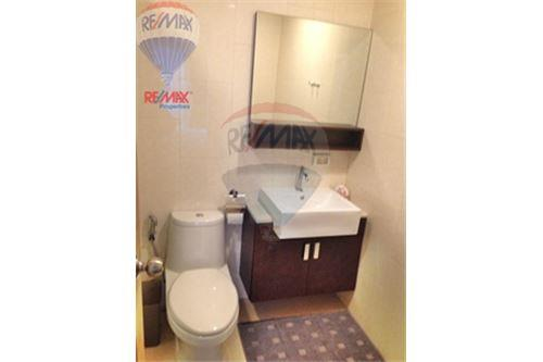 RE/MAX Properties Agency's FOR SALE RENOVA RESIDENCE CHIDLOM  2BED 105SQM 18