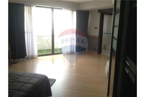 RE/MAX Executive Homes Agency's Spacious 2 Bedroom for Rent Baan Suanpetch 4