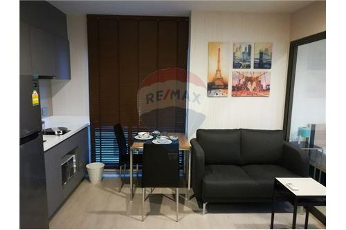 RE/MAX Executive Homes Agency's Rhythm Asoke 2 beautiful rooms for rent 3