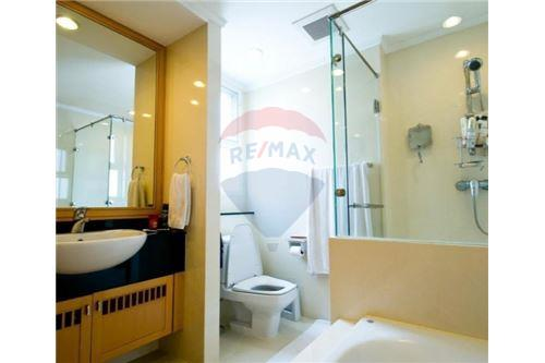 RE/MAX Executive Homes Agency's 3 Bedrooms for Rent near BTS Phromphong 5