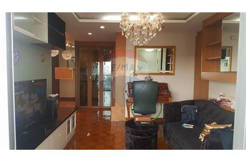 RE/MAX Executive Homes Agency's Cozy 2 Bedroom for Rent Silom Suite 4