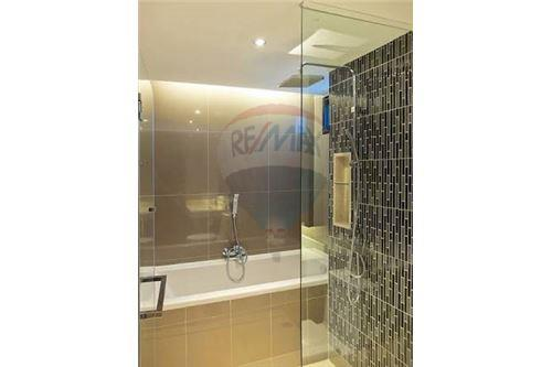 RE/MAX Executive Homes Agency's Nice 1 Bedroom for Sale Tidy Deluxe 34 4
