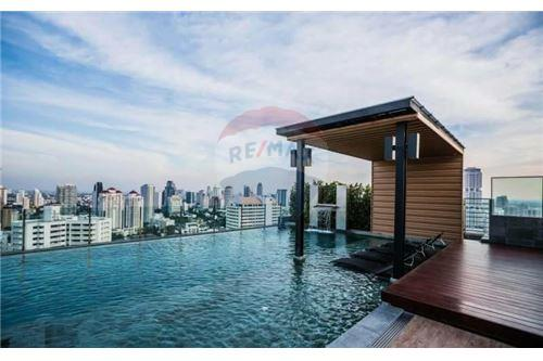 RE/MAX Executive Homes Agency's 1 Bedroom for Sale with tenant  H Sukhumvit 43 5