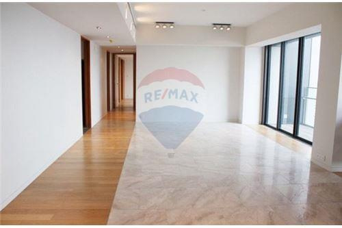 RE/MAX Executive Homes Agency's Nice 3 Bedroom for Sale with Tenant The Met 1
