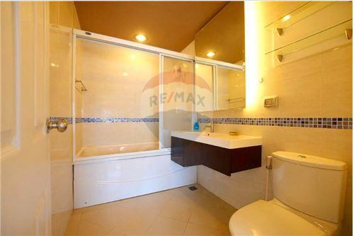 RE/MAX Properties Agency's RENT Life @ Sukhumvit 2BED 60SQM. 6