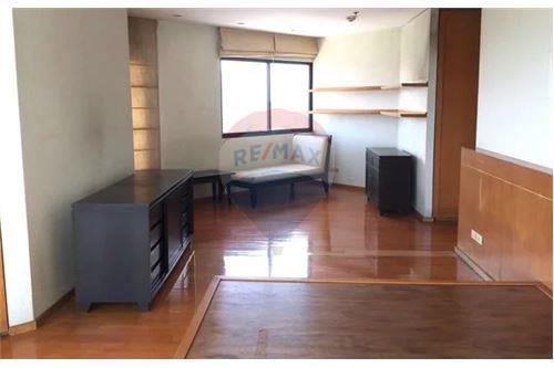 RE/MAX Executive Homes Agency's Spacious 2 Bedroom for Sale Salinatara Condo 5