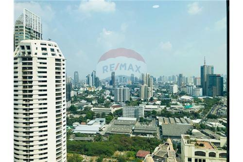 RE/MAX Executive Homes Agency's Condominium Sukhumvit soi 24 New Room !!! 10