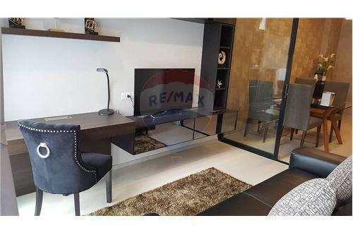 RE/MAX Properties Agency's 1 bed high floor for rent 50,000 Baht!!! 10
