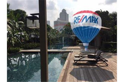RE/MAX Properties Agency's FOR SALE  THE RIVER    2 BED 78SQM 22