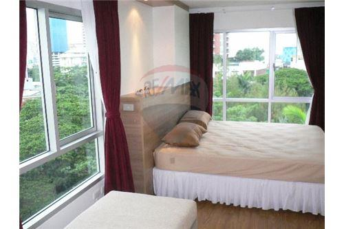 RE/MAX Executive Homes Agency's Spacious 1 Bedroom for Rent Condo One Thonglor 4
