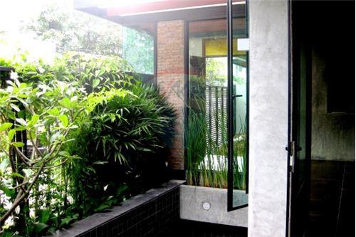 RE/MAX Executive Homes Agency's Modern luxury boutique home in  Thonglor 1