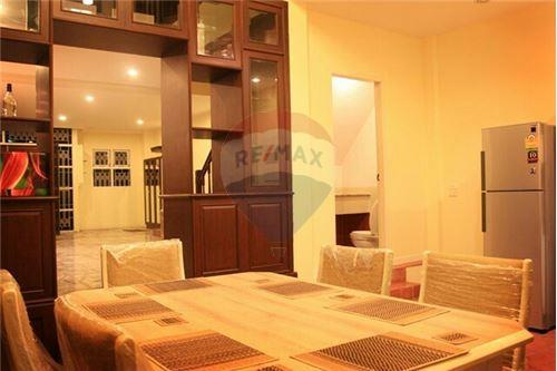 RE/MAX Executive Homes Agency's Townhouse for rent Ekkamai, 4 bedrooms Sukhumvit 4