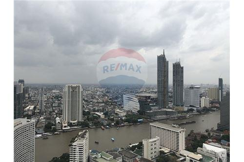 RE/MAX Executive Homes Agency's State Tower for sale/rent (BTS Surasak) 5