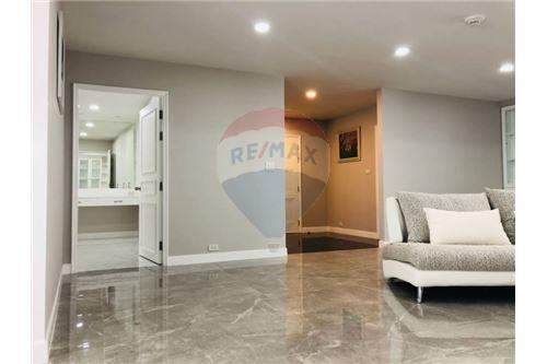 RE/MAX Executive Homes Agency's Condominium Sukhumvit soi 24 New Room !!! 6