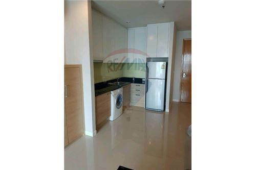 RE/MAX Executive Homes Agency's Nice 2 Bedroom for Sale Circle Petchburi 6