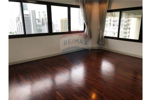 RE/MAX Properties Agency's RENT Le Raffine 24 3+1BED 370SQM. 7