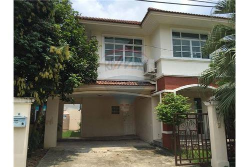 RE/MAX Executive Homes Agency's Spacious 3 Bedroom House for Sale Imperial Park 1