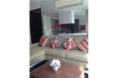 RE/MAX Executive Homes Agency's Spacious 1 Bedroom for Rent O2 Hip Condo 1