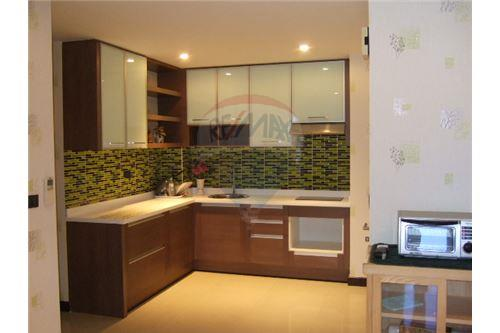 RE/MAX Executive Homes Agency's Nice 2 Bedroom for Sale Clover Thonglor 3