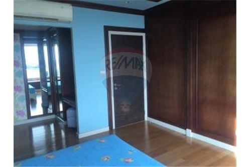 RE/MAX Executive Homes Agency's Spacious 3 Bedroom for Rent Watermark Chaophraya 3