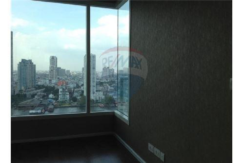 RE/MAX Executive Homes Agency's Spacious 1 Bedroom for Sale Menam Residences 3