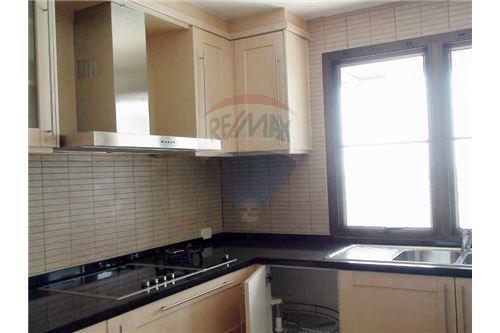RE/MAX Properties Agency's Floraville Condominium Suite 303 sq.m., 9.5 MB 5