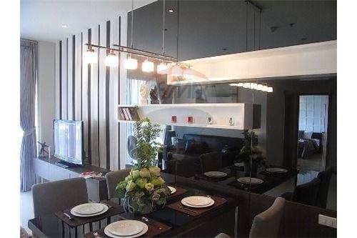 RE/MAX Executive Homes Agency's Spacious 1 Bedroom for Rent Emporio Place 3
