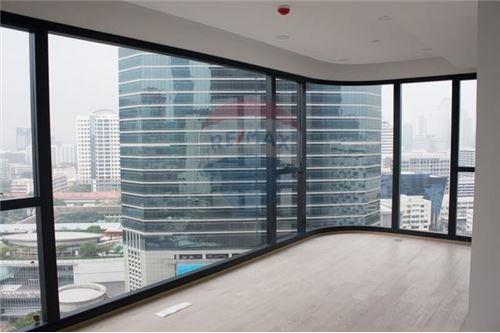 RE/MAX Executive Homes Agency's Spacious 2 Bedroom for Sale Ashton Chula Silom 1
