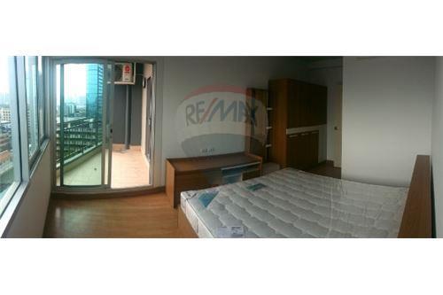 RE/MAX Executive Homes Agency's Nice 2 Bedroom for Sale Supalai Ekamai Thonglor 2